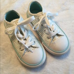 Toddler girls Converse All Star shoes size 8.